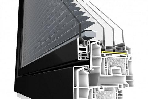 Se žaluzií - výrobce: DAFE-PLAST, www.dafe.cz. Součástí okenního křídla PROGRESS ALU EF+ je integrovaná motoricky ovládaná žaluzie chránící interiér před slunečním svitem