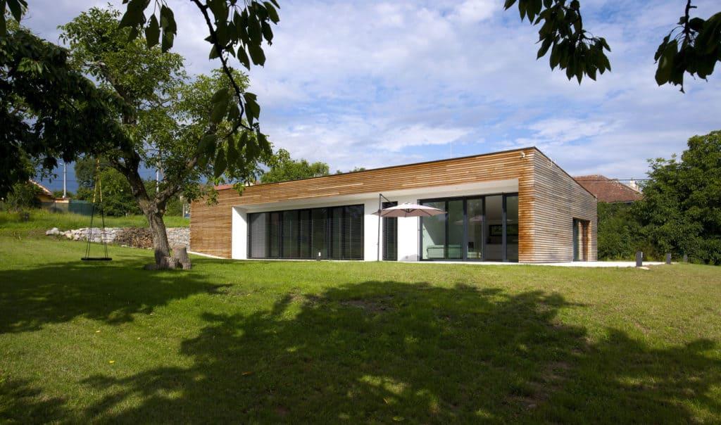 Moderní dům s respektem ke kořenům